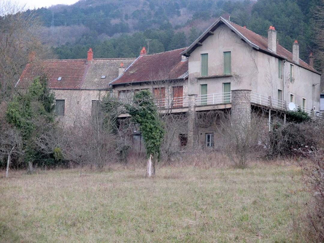 Vue de l'ensemble du bâtiment